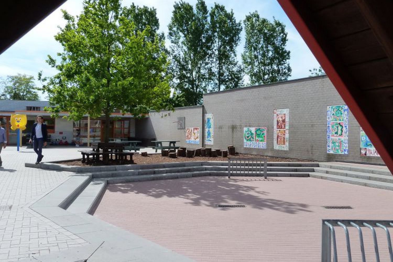 Playground elementary school - Bavegem